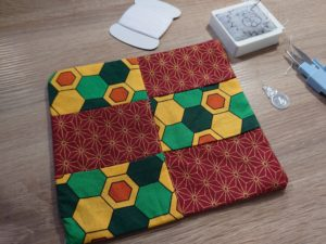 滅多にやらないし何を作るわけではないけれど、精神統一のためにお裁縫しております。